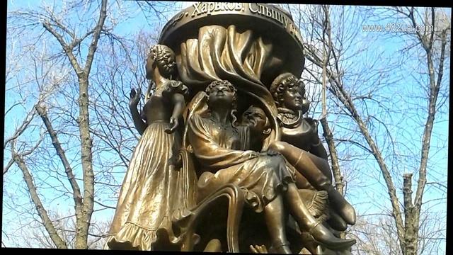 Необычный памятник Людмиле Гурченко, Харьков,на Тринклера