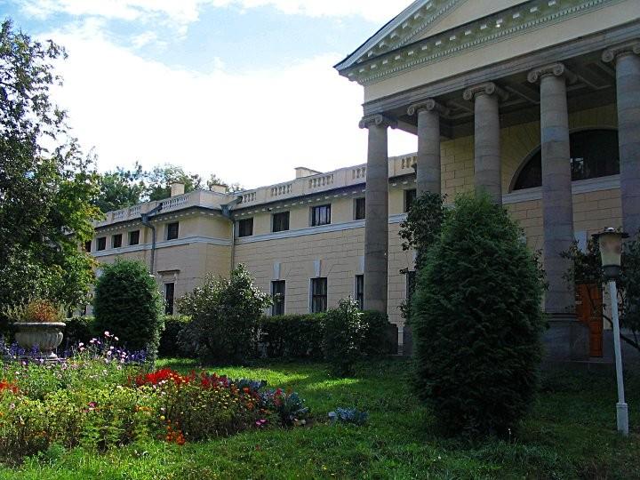 Парковый фасад немировского дворца княгини Щербатовой