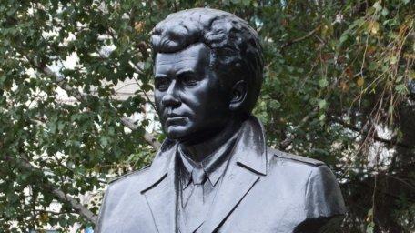 Памятник Быкову Леониду Федоровичу в г. Краматорск