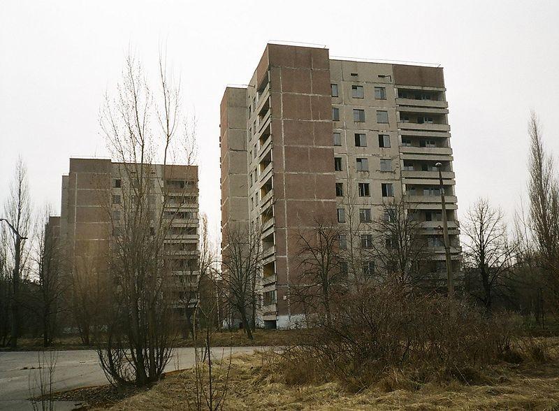 Заброшенные дома в одном из кварталов