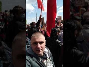 Киев наш! 9 мая 2021 г. Тысячи людей пришли к Вечному огню.